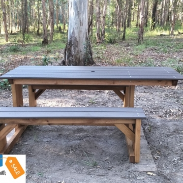Wheelchair_picnic_tables_side